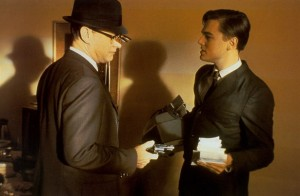 Catch me if You Can Hanks holding up DiCaprio